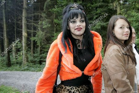 German Actress Cosma Shiva Hagen (r) and Her Mother Singer and Actress Nina Hagen Pose For Photographers During the Launch of the Film '7 Zwerge - Der Wald Ist Nicht Genug' (7 Dwarfs - the Forest is not Enough) in Maur Near Zurich on Tuesday 19 September 2006 Switzerland Schweiz Suisse Maur