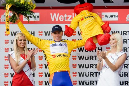 Netherland's Robert Gesink From Team Rabobank (c) the Overall Leader Celebrates on the Podium with Former Miss Switzerland Christa Rigozzi (l) and Miss Switzerland Linda Faeh (r) on the Podium After the 7th Stage a 204 1 Km Race From Savognin to Wetzikon at the 74nd Tour De Suisse Uci Protour Cycling Race in Wetzikon Switzerland 18 June 2010 Switzerland Schweiz Suisse Wetzikon