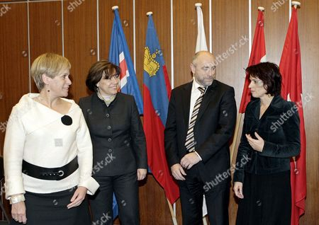 (l-r) Iceland's Minister of Foreign Affairs and External Trade Ingibjorg Solrun Gisladottir Liechtenstein's Foreign Minister Rita Kieber-beck Norway's Minister of Trade and Industry Dag Terje Andersen Swiss Minister of Economics Doris Leuthard and Secretary-general of the European Free Trade Association (efta) Norway's Kare Bryn Leave the Place of the Official Picture During the Ministers Meeting of the Efta Council at the European Free Trade Association (efta) Headquarters in Geneva Switzerland 03 December 2007 Switzerland Schweiz Suisse Geneva
