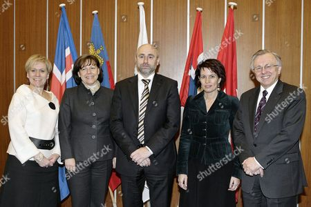 (l-r) Iceland's Minister of Foreign Affairs and External Trade Ingibjorg Solrun Gisladottir Liechtenstein's Foreign Minister Rita Kieber-beck Norway's Minister of Trade and Industry Dag Terje Andersen Swiss Minister of Economic Doris Leuthard and Secretary-general of the European Free Trade Association (efta) Norway's Kare Bryn Pose For a Group Photograph During the Ministers Meeting of the Efta Council at the European Free Trade Association (efta) Headquarters in Geneva Switzerland 03 December 2007 Switzerland Schweiz Suisse Geneva