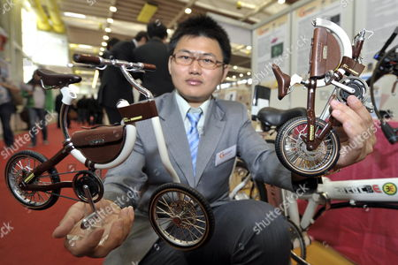 Peng-jen Chen of Taipei Presents His Invention Electric Folding Bicycle at the 40th International Exhibition of Inventions New Techniques and Products in Geneva Switzerland 18 April 2012 Some 789 Exhibitors From Around the World Are Presenting Around 1 000 Products at the Exhibition Which Runs From 18 to 22 April Switzerland Schweiz Suisse Geneva Geneve Ginevra Genf