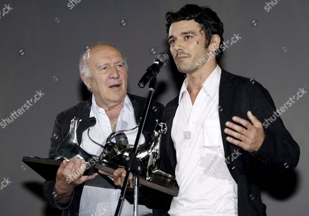 French Actor Michel Piccoli (l) and Italian Actor Michele Venitucci (r) Hold the Leopard Awards For Best Actor They Received in Ex-aequo During the Award Ceremony on Piazza Grande at the 60th International Film Festival Locarno Late 11 August 2007 in Locarno Switzerland Piccoli Received the Award For His Role in the French Movie 'Sous Les Toits De Paris' and Venitucci For His Role in the Swiss Movie 'Fuori Delle Corde' Switzerland Schweiz Suisse Locarno