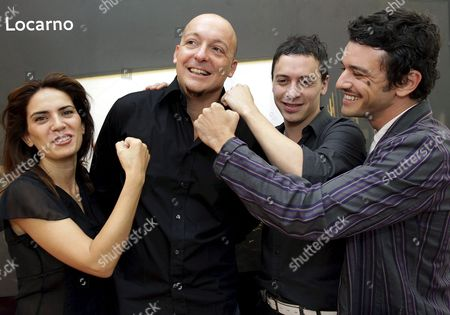 Swiss Film Director Fulvio Bernasconi (2-l) Poses Together with Italian Actress Maya Sansa (l) and Actors Juan Pablo Ogalde (2-r) and Michele Venitucci (r) During a Photocall Prior to the Presentation of Their Movie 'Fuori Dalle Corde' at the 60th International Film Festival Locarno in Locarno Switzerland 05 August 2007 Switzerland Schweiz Suisse Locarno