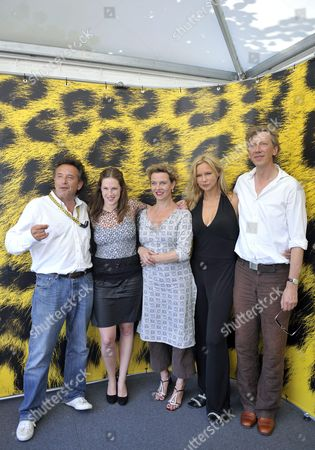(l-r) Dutch Director Ludi Boeken German Actresses Lia Hoensbroech Margarita Broich Veronica Ferres and German Actor Martin Horn Pose During a Photocall Prior to the Presentation of Their Movie 'Unter Bauern Retter in Der Nacht' ('among Peasants Saviours in the Night') at the 62nd Locarno International Film Festival 06 August 2009 in Locarno Switzerland the Film is Based on German Contemporary Witness Marga Spiegel's Memories 'Retter in Der Nacht' Published in 1965 the Festival Runs Until 15 August Switzerland Schweiz Suisse Locarno