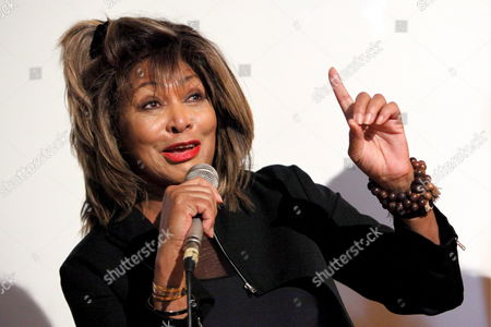 Us Singer Tina Turner Presents the New Cd 'Beyond' of Vocalists Regula Curti and Dechen Shak-dagsay not Pictured During a Press Conference in Erlenbach Switzerland 14 May 2009 Tina Turner Speaks a Spiritual Message on the Cd Switzerland Schweiz Suisse Erlenbach