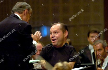 Italian Conductor Claudio Abbado (l) Applauds German Bariton Singer Thomas Quasthoff (r) After Performing a Concert at the Culture and Congress Center During the Lucerne Festival Switzerland Friday 11 August 2006 Switzerland Schweiz Suisse Luzern