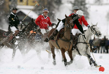 Jose Donoso of Team Bank Hofmann Center Fights For the Ball Against Johnny Good of Team Cartier Right During the Cartier Polo World Cup on Snow on the Frozen Lake of St Moritz Switzerland on Sunday 29 January 2006 Team Cartier Won the Final Gane 5 to 4 Switzerland Schweiz Suisse St. Moritz