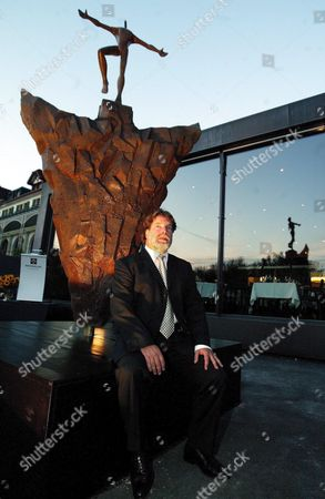 Artist Igor Ustinov Son of Late Oscar-winning British Actor and Author Sir Peter Ustinov (1921 - 2004) in Front of His Bronze Sculpture 'Open Mind' He Unveiled in Lucerne Switzerland Friday September 23 2005 Ustinov Devotes the Sculpture to His Father in Remembrance of His Life's Work and His Engagement Against Prejudice with the Peter Ustinov Foundation Switzerland Schweiz Suisse Luzern