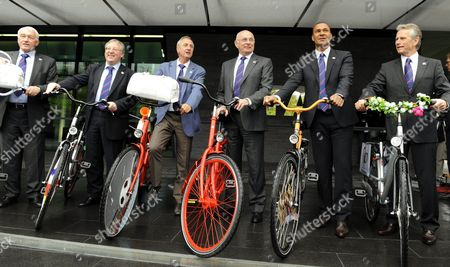 Stock Image of (l-r) the Holland /belgium Team with Paul Van Himst Ambassador Francois De Keersmaecker Fa President Co-charmain Johann Cruyff Ambassador Michael Van Praag Fa President Co-chairman Rud Gullit President the Holland /belgium Bid and Harry Been Ceo the Holland Belgium Bid with Bicycles in the Front of the Fifa House in Zurich Switzerland 14 May 2010 the Holland/belgium Team is in Zurich to Hand Over Their Joint Bid to Host the Fifa Soccer World Cup 2018/2022 to the Switzerland Schweiz Suisse Zurich