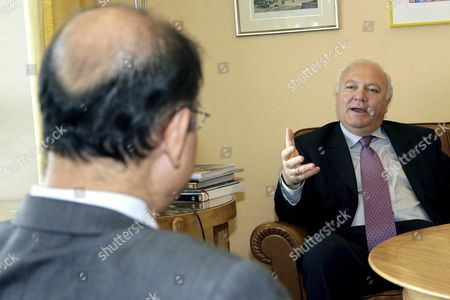 Spain's Foreign Minister Miguel Angel Moratinos Right Speaks with Supachai Panitchpakdi Secretary-general of United Nations Conference on Trade and Development (unctad) During Their Meeting at the Residence of the Spanish Ambassador in Geneva Switzerland Thursday 28 September 2006 Switzerland Schweiz Suisse Geneva