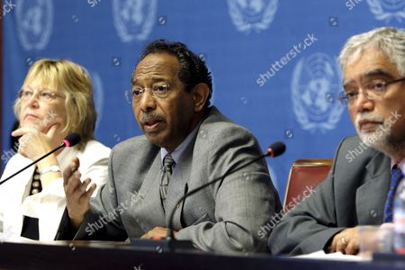 Stock Photo of English Lindsay Knight Left World Disasters Report Editor Sudanese Ibrahim Osman Center Adjoint Secretary General of the International Federation of the Red Cross and Red Cresent Societies (ifrc) and English Mukesh Kapila Right Special Representative of the Secretary General Hiv/sida Ponder a Question During a Press Conference For the World Disasters Report 2008 of the United Nations in Geneva Switzerland Wednesday June 25 2008 Switzerland Schweiz Suisse Geneva