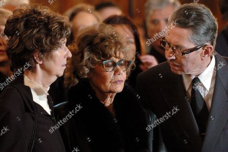 Helene Du Lau D' Allemans (c) Widow of Peter Ustinov and Her Sister Jacqueline (l) and Her Brother Henry (r) Are Seen at the Funeral Ceremony For Oscar-winning British Actor and Playwright Sir Peter Ustinov in the Cathedral St Pierre in Geneva Switzerland Saturday April 3 2004 Author of More Than a Dozen Books and Even More Theatrical Works in a Career Spanning More Than 60 Years Ustinov Died of Heart Failure in a Clinic Near His Home on the Shores of Lake Geneva on Sunday March 28 2004 at the Age of 82 Switzerland Schweiz Suisse Geneva