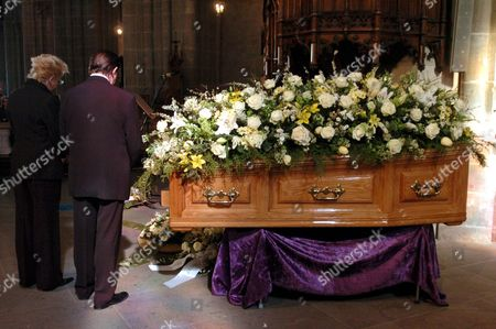 Family Members Stand Next to the Coffin During the Funeral Ceremony For Oscar-winning British Actor and Playwright Sir Peter Ustinov in the Cathedral St Pierre in Geneva Switzerland Saturday 03 April 2004 Author of More Than a Dozen Books and Even More Theatrical Works in a Career Spanning More Than 60 Years Ustinov Died of Heart Failure in a Clinic Near His Home on the Shores of Lake Geneva on Sunday 28 March 2004 at the Age of 82 Switzerland Schweiz Suisse Geneva