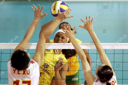 Brazilian Welissa Gonzaga Back Plays a Ball Against Chinese Yunil Xu and Suhong Zhou Front During the Final Game Between Brazil and China at the Montreux Volley Masters Tournament in Montreux Switzerland Sunday 11 June 2006 Brazilian Team Won the Final Switzerland Schweiz Suisse Monthey