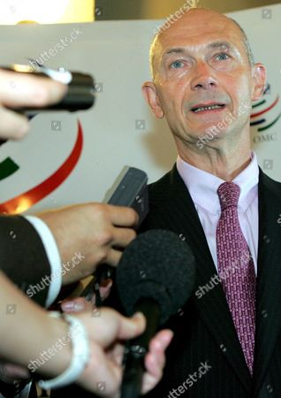 The World Trade Organisation's New Director-general French Pascal Lamy Talks to Journalists at the World Trade Organisation in Geneva Thursday 01 September 2005 Lamy is Taking the Helm of the Global Body Two Days Ahead of Schedule Frenchman Lamy Takes Over From Thailand's Supachai Panitchpakdi As Director General of the Wto the Two Men Held a Handover Ceremony at the End of July Before the Wto Went Into Summer Recess Switzerland Schweiz Suisse Geneva