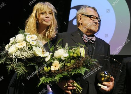 A Picture Made Available on 03 October Shows Czech Film Director Milos Forman (r) and Us Singer and Actress Courtney Love (l) After Forman Recieved a Tribute For His Lifetime Work at the Closing Night of the Zurich Film Festival in Zurich Switzerland 02 October 2010 Love who Acted in Two Movies of Milos Forman Held the Honorific Speech For Forman's Award Switzerland Schweiz Suisse Zurich
