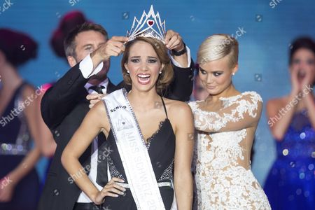 Newly Elected Laetitia Guarino (c) Reacts As She is Crowned During the 'Miss Switzerland 2014' Beauty Contest in Berne Switzerland 11 October 2014 Twelve Contestants Competed in the Event That Also Collected Money For Charity Switzerland Schweiz Suisse Berne
