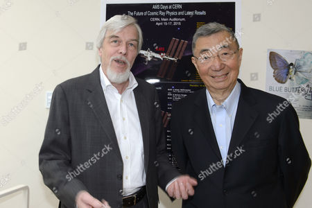 Rolf-dieter Heuer (l) Director General of Cern Poses with Samuel Ting Nobel Laureate and Principal Investigator of the Ams (alpha Magnetic Spectrometer) Experiment During the Ams Days at Cern in Meyrin Near Geneva Switzerland 16 April 2015 the Future of Cosmic Ray Physics and the Latest Results Are Presented at the Cern (european Organization For Nuclear Research) in Meyrin Switzerland Schweiz Suisse Meyrin