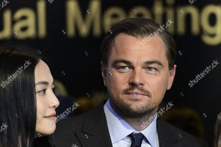 Chinese Actress Yao Chen (l) and Us Actor Leonardo Dicaprio (r) Pose During a Photo Call Following the Crystal Award Ceremony on the Eve of the Opening of the 46th Annual Meeting of the World Economic Forum Wef in Davos Switzerland 19 January 2016 the Overarching Theme of the Meeting Which is Expected to Gather Some 2 500 Leading Politicians Un Executives Heads of Major Corporations Ngo Leaders and Artists at the Annual Four-day Gathering Taking Place From 20 to 23 January is 'Mastering the Fourth Industrial Revolution' Switzerland Schweiz Suisse Davos