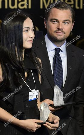 Stock Picture of Chinese Actress Yao Chen (l) and Us Actor Leonardo Dicaprio (r) Pose During a Photo Call After Being Awarded the Crystal Award at a Ceremony on the Eve of the Opening of the 46th Annual Meeting of the World Economic Forum Wef in Davos Switzerland 19 January 2016 the Overarching Theme of the Meeting Which is Expected to Gather Some 2 500 Leading Politicians Un Executives Heads of Major Corporations Ngo Leaders and Artists at the Annual Four-day Gathering Taking Place From 20 to 23 January is 'Mastering the Fourth Industrial Revolution' Switzerland Schweiz Suisse Davos