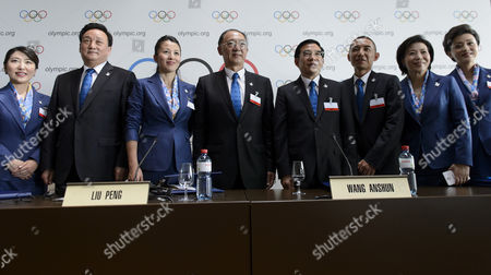 Yang Yang (3-l) Olympic Champion Short Track Speed Skating and Ioc Member Liu Peng (4-l) Minister of the General Administration of Sport of China and President of the Chinese Olympic Committee Wang Anshun (4-r) President of the China Beijing 2022 Bid Committee and Mayor of Beijing Zhang Li (3-r) Deputy Director of the Planning and Technology Department of the Beijing 2022 Bid Committee Pose For Photographers During a Press Conference During the 2022 Candidate City Briefing For Ioc Members at the Olympic Museum in Lausanne Switzerland 09 June 2015 Switzerland Schweiz Suisse Lausanne