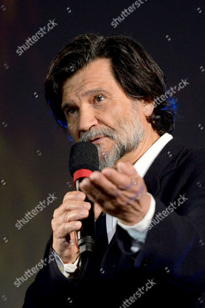 Spanish Film Director Victor Erice Poses Wtith the Award 'Pardo Alla Carriera' at the Piazza Grande During the 67th Locarno International Film Festival in Locarno Switzerland 13 August 2014 the Festival Runs From 06 to 16 August Switzerland Schweiz Suisse Locarno