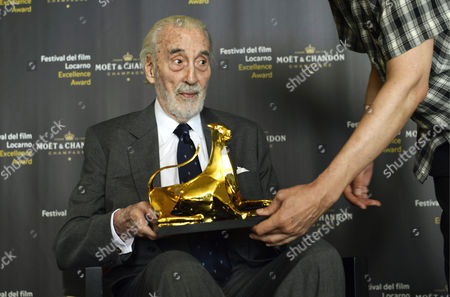 British Actor Sir Christopher Lee Poses with the Excellence Award Moet & Chandon 2013 Marking the Beggining of the 66th Locarno International Film Festival in Locarno Switzerland 07 August 2013 the Festival Runs From 07 to 17 August Switzerland Schweiz Suisse Ascona