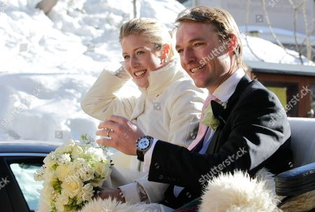 The Bride Laura Bechtolsheimer and Her Husband Poloplayer Mark Tomlinson Leave the Evangelical Church Via Horse Carriage in Arosa Switzerland 02 March 2013 Prince William His Wife and Prince Harry Attend the Wedding of Their Friends Swiss-british Dressage Rider Laura Bechtolsheimer and Poloplayer Mark Tomlinson Switzerland Schweiz Suisse Arosa