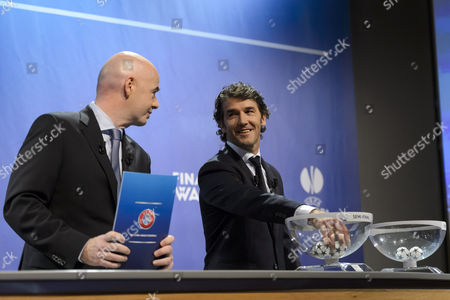 Former German Soccer Player Karl-heinz Riedle (r) Ambassador For the Uefa Champions League Final in Berlin Draws a Los Next to Uefa General Secretary Gianni Infantino During the Draw of the Semi-finals of Uefa Champions League 2014/15 at the Uefa Headquarters in Nyon Switzerland 24 April 2015 Switzerland Schweiz Suisse Nyon
