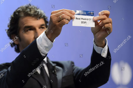 Former German Soccer Player Karl-heinz Riedle Ambassador For the Uefa Champions League Final in Berlin Shows the Lot of Real Madrid During the Draw of the Semi-finals of Uefa Champions League 2014/15 at the Uefa Headquarters in Nyon Switzerland 24 April 2015 Switzerland Schweiz Suisse Nyon