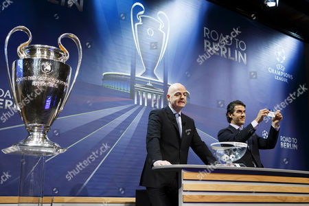 Former German Soccer Player Karl-heinz Riedle (r) Ambassador For the Uefa Champions League Final in Berlin Shows the Ticket of Fc Bayern Munich Next to Uefa General Secretary Gianni Infantino (l) During the Draw of the Uefa Champions League 2014-15 Quarter Final Matches at the Uefa Headquarters in Nyon Switzerland 20 March 2015 Switzerland Schweiz Suisse Nyon