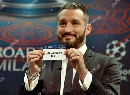 Gianluca Zambrotta Ambassador For the Champions League Final Shows the Name of Club Vfl Wolfsburg (ger) During the Draw of the Uefa Champions League 2015-16 Quarter Final Matches at the Uefa Headquarters in Nyon Switzerland 18 March 2016 Switzerland Schweiz Suisse Nyon