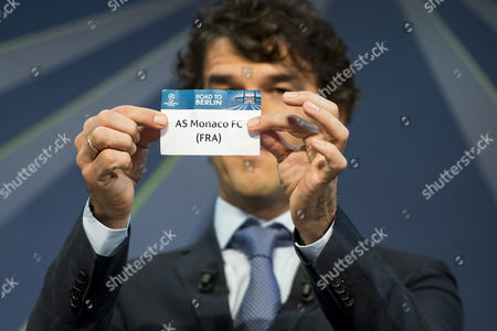 Former German Soccer Player Karl-heinz Riedle Ambassador For the Uefa Champions League Final in Berlin Draws Monaco's Soccer Team As Monaco During the Draw of the Round of 16 of the Uefa Champions League 2014/15 at the Uefa Headquarters in Nyon Switzerland 15 December 2014 Switzerland Schweiz Suisse Nyon