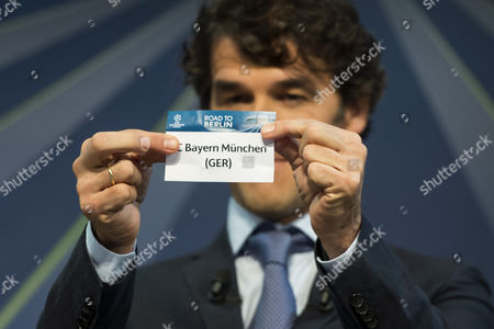 Former German Soccer Player Karl-heinz Riedle Ambassador For the Uefa Champions League Final in Berlin Draws German Soccer Team Fc Bayern Munich During the Draw of the Round of 16 of the Uefa Champions League 2014/15 at the Uefa Headquarters in Nyon Switzerland 15 December 2014 Switzerland Schweiz Suisse Nyon
