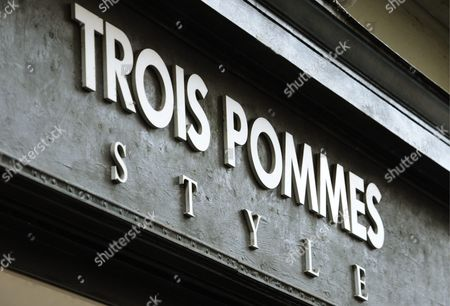The Logo of Fashion Label 'Trois Pommes' in Zurich Switzerland 09 August 2013 Swiss Officials Apologized Late 08 August 2013 After Top Us Talk Show Host Oprah Winfrey Said She Had Been the 'Victim of Racism' While Visiting Switzerland in July Winfrey was in Zurich to Attend Singer Tina Turner's Wedding to German Impresario Erwin Bach when She Visited the Exclusive Trois Pommes Boutique Blick Newspaper Wrote in an Interview with Us Programme Entertainment Tonight Winfrey Said She Wanted to Take a Closer Look at a Handbag Selling For Around 38 000 Dollars But the Seller Refused to Take It Off the Shelf Telling Winfrey 'No It's Too Expensive ' when Winfrey Persisted the Seller Offered Her Cheaper Bags Telling Her 'I Don't Want to Hurt Your Feelings' Because the Bag was Presumably Beyond Her Means Switzerland Schweiz Suisse Zurich