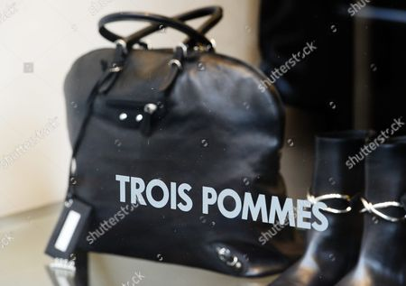 A Handbag of Fashion Label 'Trois Pommes' is Seen in a Shop Window in Zurich Switzerland 09 August 2013 Swiss Officials Apologized Late 08 August 2013 After Top Us Talk Show Host Oprah Winfrey Said She Had Been the 'Victim of Racism' While Visiting Switzerland in July Winfrey was in Zurich to Attend Singer Tina Turner's Wedding to German Impresario Erwin Bach when She Visited the Exclusive Trois Pommes Boutique Blick Newspaper Wrote in an Interview with Us Programme Entertainment Tonight Winfrey Said She Wanted to Take a Closer Look at a Handbag Selling For Around 38 000 Dollars But the Seller Refused to Take It Off the Shelf Telling Winfrey 'No It's Too Expensive ' when Winfrey Persisted the Seller Offered Her Cheaper Bags Telling Her 'I Don't Want to Hurt Your Feelings' Because the Bag was Presumably Beyond Her Means Switzerland Schweiz Suisse Zurich