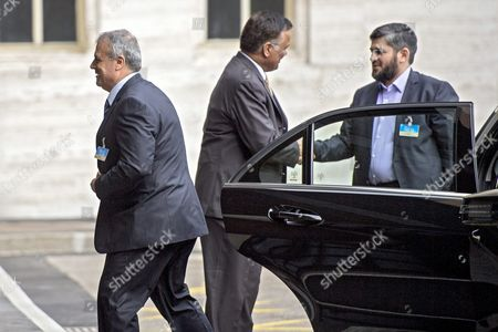 Asaad Al-zoubi (l) Head of the Syrian Opposition Delegation of High Negotiations Committee (hnc) and Mohamed Alloush (r) of the Jaysh Al Islam and Member of the Delegation of the High Negotiations Committee (hnc) Arrive to Take Part at a Round of Negotiations Between the Syrian Opposition and Un Special Envoy of the Secretary-general For Syria Staffan De Mistura (not Pictured) at the European Headquarters of the United Nations in Geneva Switzerland 13 April 2016 a Fresh Round of Intra-syria Peace Talks is Scheduled to Start Switzerland Schweiz Suisse Geneva Geneve Ginevra Genf