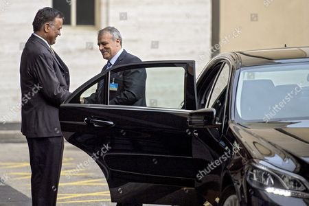 Asaad Al-zoubi (r) Head of the Syrian Opposition Delegation of High Negotiations Committee (hnc) Arrives to Take Part at a Round of Negotiations Between the Syrian Opposition and Un Special Envoy of the Secretary-general For Syria Staffan De Mistura (not Pictured) at the European Headquarters of the United Nations in Geneva Switzerland 13 April 2016 a Fresh Round of Intra-syria Peace Talks is Scheduled to Start Switzerland Schweiz Suisse Geneva Geneve Ginevra Genf
