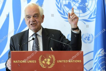 Stock Image of John Mccallum Canada's Minister of Immigration Refugees and Citizenship Speaks at a Press Conference Following His Participation at the Meeting on Global Responsibility Sharing Through Pathways For Admission of Syrian Refugees at the United Nations in Geneva Switzerland 30 March 2016 Unhcr is Hosting in Geneva a High-level Conference That Will Focus on Refugees From Syria and the Need For Generating a Substantial Increase in Resettlement and Other Answers For Their Plight Switzerland Schweiz Suisse Geneva Geneve Ginevra Genf