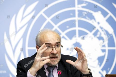 French Michel Jarraud Secretary-general of World Meteorological Organization (wmo) Informs the Media About the El Nino Weather Phenomenon During a Press Conference at the European Headquarters of the United Nations in Geneva Switzerland 16 November 2015 According to an Wmo Update a Mature and Strong El Nino is Present in the Tropical Pacific Ocean Climate Outlook Models Suggest That It is to Further Strengthen by the End of 2015 and Surface Water Temperatures in the Area Are Likely to Exceed Two Degrees Celsius Above Average Switzerland Schweiz Suisse Geneva Geneve Genf