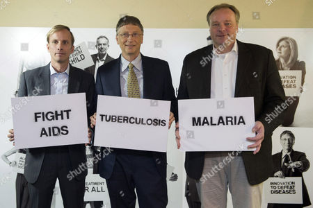 Mark R Dybul Executive Director the Global Fund to Fight Aids Tuberculosis and Malaria (l) Bill Gates Co-chairman of the Bill & Melinda Gates Foundation (c) and Dirk Niebel Federal Minister of Economic Cooperation and Development of Germany (r) Pose During a Photocall on the Global Fund to Fight Aids Tuberculosis and Malaria During the 43rd Annual Meeting of the World Economic Forum (wef) in Davos Switzerland 23 January 2013 the Overarching Theme of the Meeting Which Takes Place From 23 to 27 January 2013 is 'Resilient Dynamism' Switzerland Schweiz Suisse Davos