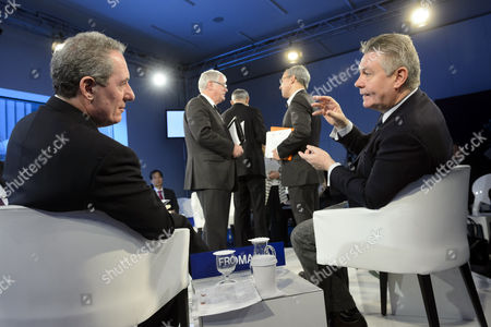 Eu Trade Commission Karel De Gucht (r) Speaks with Us Trade Representative Michael Froman (l) Before a Panel Session on the Last Day of the 44th Annual Meeting of the World Economic Forum (wef) in Davos Switzerland 25 January 2014 the Overarching Theme of the Meeting Which Takes Place From 22 to 25 January is 'The Reshaping of the World: Consequences For Society Politics and Business' Switzerland Schweiz Suisse Davos