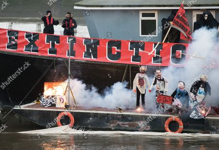 An Estimated Five Million Worth Punk Music Memorabilia Burns on a Barge on the River Thames in Chelsea Central London Britain 26 November 2016 Joe Corre and His Mother Vivienne Westwood Burn the Rare Memorabilia Include Rare Sex Pistol's Recordings a Doll in a Figure of Sid Vicious Embossed with a Swastika Clothing Belonging to Johnny Rotten and Vivienne Westwood in Protest Against Punk Rock Now Being Owned by the Corporate Sector Joe Corre and His Mother Burned the Rare Memorabilia Which Include; Rare Sex Pistol's Recordings a Doll in a Figure of Sid Vicious Embossed with a Swastika and Clothing Belonging to Johnny Rotten the Two Stated That the Items Were Set Alight to Make a Statement Against Punk Rock Now Being Owned by the Corporate Sector Epa/hayoung Jeon United Kingdom London
