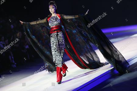 Stock Image of A Model Presents a Creation From the to Heart Series by Chinese Designers Qi Gang and Chen Kun During the Mercedes-benz China Fashion Week in Beijing China 28 October 2016 the Fashion Week Runs From 25 October to 02 November China Beijing