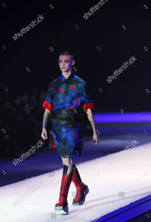 A Model Presents a Creation From the to Heart Series by Chinese Designers Qi Gang and Chen Kun During the Mercedes-benz China Fashion Week in Beijing China 28 October 2016 the Fashion Week Runs From 25 October to 02 November China Category Beijing