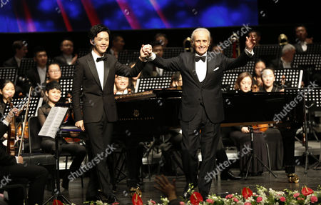 Spanish Tenor Jose Carreras (r) and Chinese Pianist Li Yundi Acknowledges the Audience After Performing in the Poly Theatre the Last Stop of His China Tour 'A Life in Music: Final World Tour' in Beijing China 20 November 2016 Known As One of the Famous Three Tenors Alongside Placido Domingo and Luciano Pavarotti Jose Carreras Took to the Stage in Beijing with Chinese Pianist Li Yundi and Irish Soprano Celine Byrne in His Final Stop of His Three-city China Tour Including Wuhan Shenzhen and Beijing China Beijing