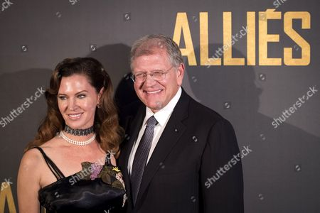 Us Director Robert Zemeckis and His Wife Leslie Harter Zemeckis Arrive at the Premiere of 'Allied' in Paris France 20 November 2016 the Movie Will Be Released in French Theaters on 23 November France Paris