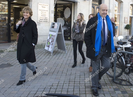 Former Prime Minister and Bordeaux's Mayor Alain Juppe (r) His Wife Isabelle (l) and His Daughter Clara (c) Visit the Bordeaux Christmas Market Before the Second Right-wing Party Primaries Presidential Election in Bordeaux France 26 November 2016 the Second Round Will Be 27 November 2017 Voters Are Choosing Between France's Two Centre-right Presidential Candidates the Winner of Which Will Fight the French Presidential Elections on 23 April and 07 May 2017 France Bordeaux