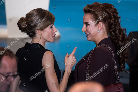 Spanish Queen Letizia (l) Talks with Morocco's Princess Lalla Salma (r) After Her Speech at the World Cancer Congress in Paris France 31 October 2016 the World Cancer Congress Runs From 31 October to 03 November 2016 France Paris