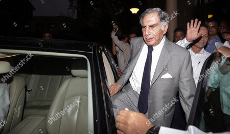 Ratan Tata (c) Interim Chairman of Tata Son's Leaves After Attending Meeting at the Bombay House Head Office of the Company in Mumbai India 17 November 2016 According to Reports the Board of Tata Consultancy Services (tcs) and Tata Son's Met on 17 November For the First Time to Decide the Date For an Extraordinary General Meeting (egm) to Oust Its Fromer Chariman Cyrus Mistry As Director Ratan Tata Assumed Charge As Interim Chairman After the Tata Sons Board Sacked Its Chairman Cyrus Mistry on 24 October India Mumbai